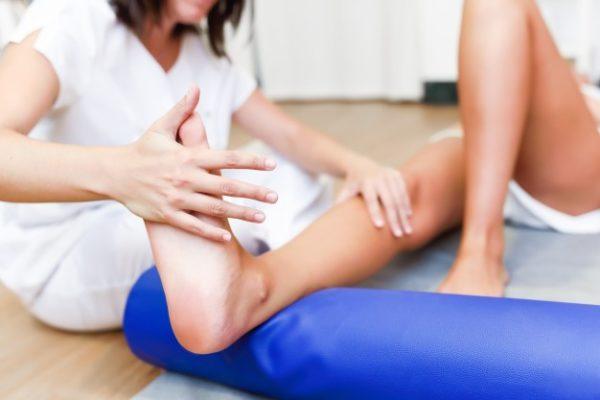 https://www.centromedicopiras.it/wp-content/uploads/2019/08/controllo-medico-alle-gambe-in-un-centro-di-fisioterapia_1139-1111-600x400.jpg